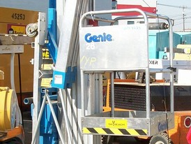 Genie AWP30 Electric Personnel Lift