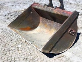 CWS 60 in Clean-up Excavator Bucket