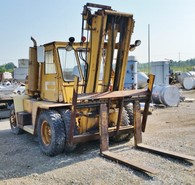 Caterpillar toyota bobcat hyster bluechip forklifts for Tow motor vs forklift