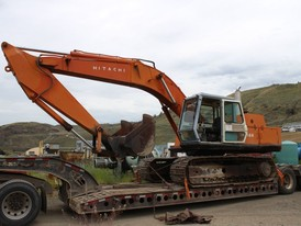 Hitachi UH-122 Excavator.