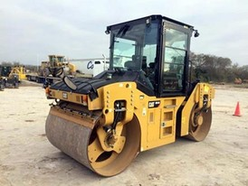 2013 Caterpillar CB54B Packer
