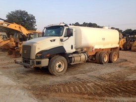 2014 CAT 4000 Gallon Water Truck