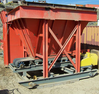 16 Yard Belt Feeder. Unit is in Excellent Condition!