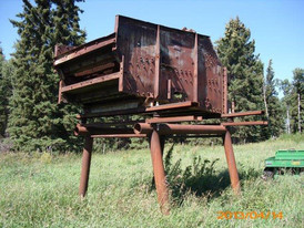 6 ft. x 10 ft. 2 Deck Allis Chalmers Vibrating Stepped Screen.