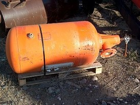 Bin and hopper Air cannon