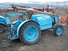 Service tractor with 4 cylinder Gas engine