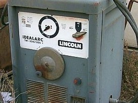 Lincoln 300 Amp AC/DC Electric Welder.