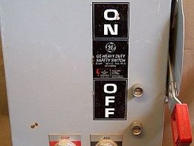 General electric 30 amp non fused safety switches. comes with electronic stop/start buttons in door