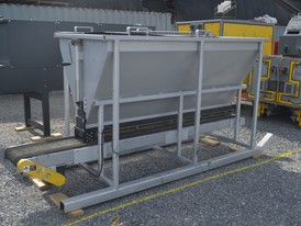 2 Yard Hopper/Feeder with Manual Flow Control Gate