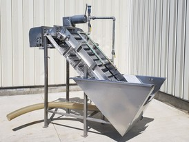 22 in. Wide Cleated Incline Sanitary Spray & Wash Conveyor