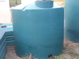 Vertical 800 gallon Polyethylene Tank