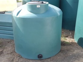Vertical 400 Gallon Polyethylene Tanks